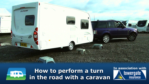 VIDEO: How to perform a turn in the road with a caravan in tow